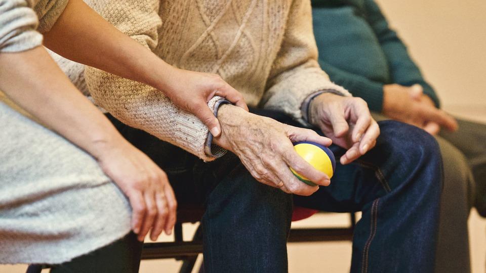 """Infoveranstaltung zur Basisqualifizierung """"Begleitung von pflegebedürftigen Menschen mit und ohne Demenz"""" gemäß § 45 SGB XI @ AWO-Treff für Alt und Jung"""